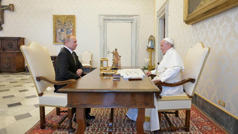 """Putin: """"El papa les dice a los sacerdotes que sin los libros de Dostoyevski no se puede ser un verdadero sacerdote"""""""