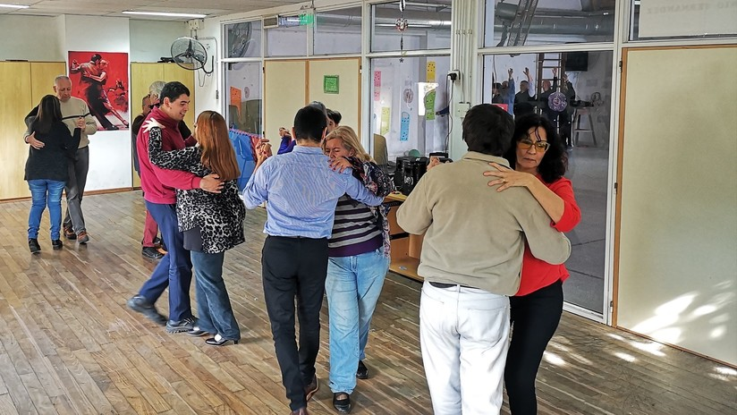 Corporalidad, conexión y milonga: cuando el tango lo bailan ciegos y ciegas (VIDEO)