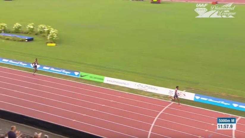 VIDEO: Un atleta sufre un fracaso al celebrar su triunfo antes de tiempo y termina en décimo lugar