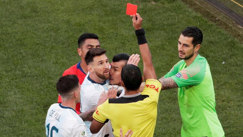 VIDEO: La tarjeta roja a Messi desata la ira de los hinchas