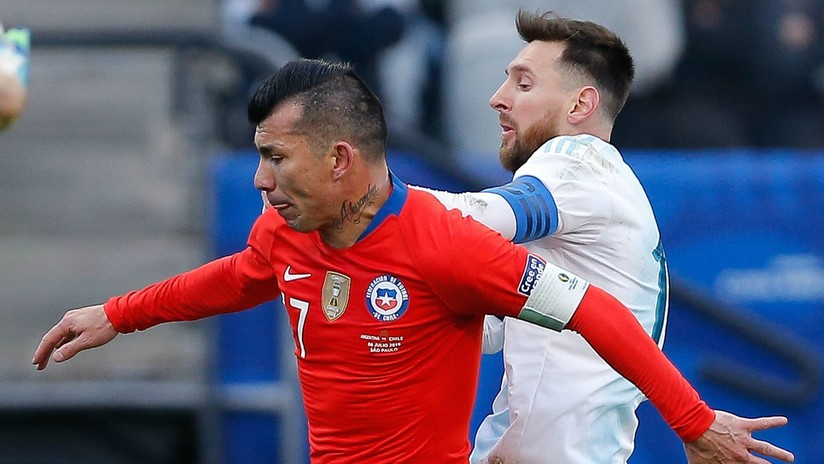 """""""El árbitro hizo las cosas muy mal"""": Medel se expresa tras ser expulsado por el altercado con Messi"""