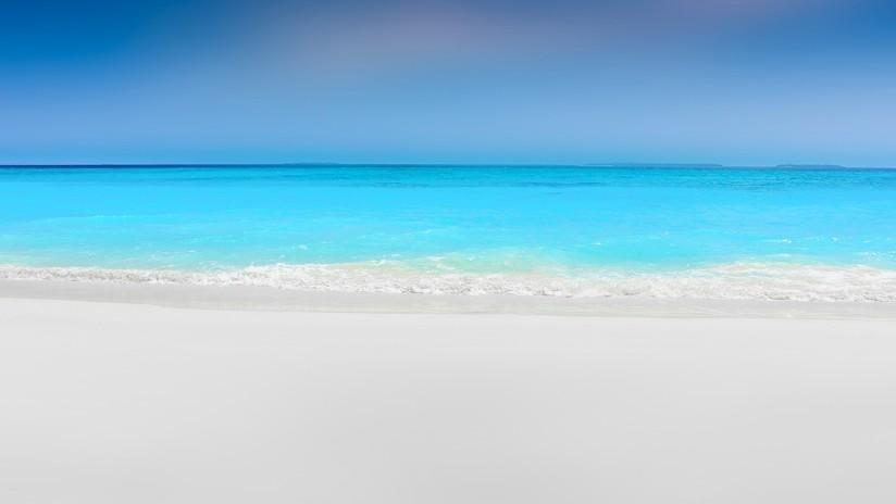 'Las Maldivas rusas': se vuelve viral un lago con agua turquesa adonde arroja residuos una central térmica (FOTOS)