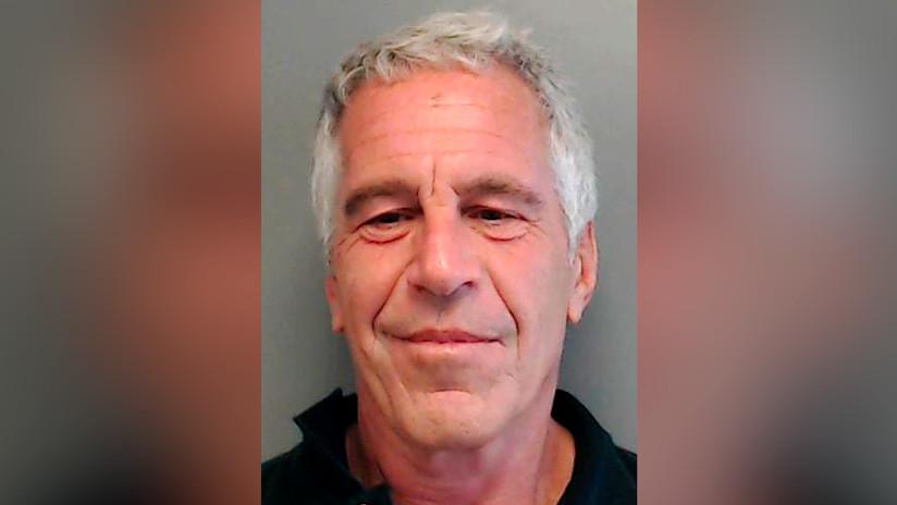 El multimillonario Jeffrey Epstein se declara no culpable de los cargos de tráfico sexual de menores y conspiración