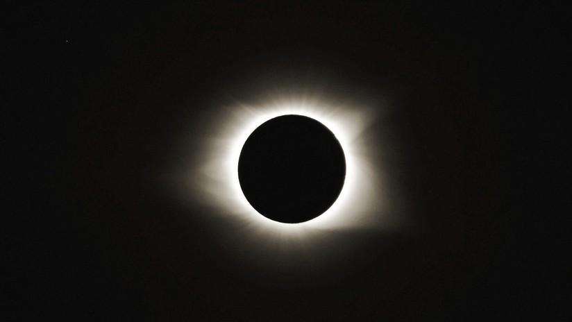 FOTOS: Satélite chino fotografía la Tierra desde la Luna durante el eclipse solar y este es el resultado