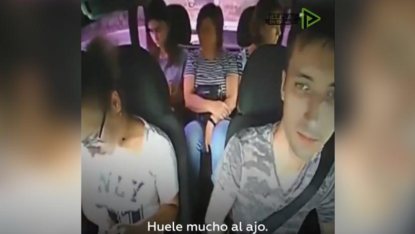 """""""Salgan del coche"""": Un taxista se niega a llevar a unas pasajeras por oler fuertemente a ajo (VIDEO)"""