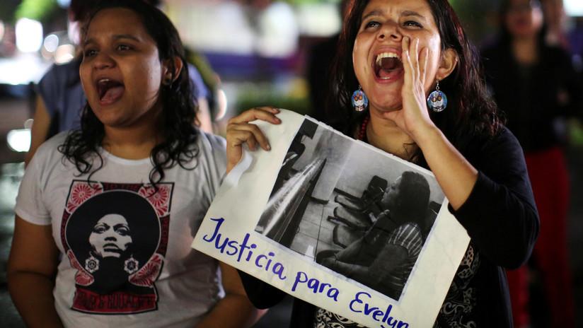 Tribunal salvadoreño repetirá el juicio de una joven violada que fue condenada por abortar