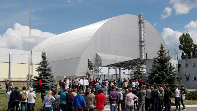 Entra en servicio el nuevo sarcófago de la central nuclear de Chernóbil (el anterior tenía 1.000 metros cuadrados de grietas)