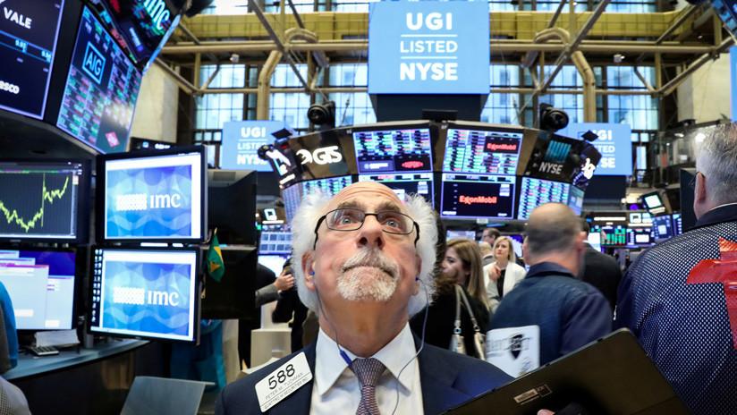 El índice Dow Jones rompe la barrera de los 27.000 puntos por primera vez en la historia