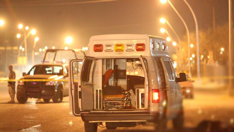 Un grupo de personas roba la mercancía de un tráiler en México mientras el chófer se calcina en la cabina