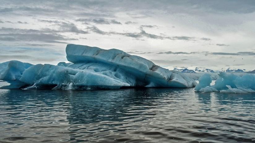 Uno de los icebergs más grandes del mundo retoma su movimiento por el océano