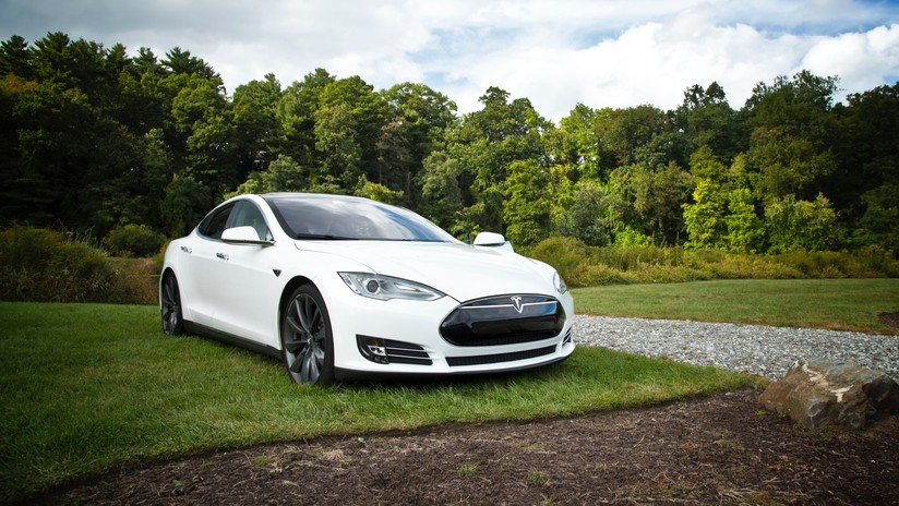 Un exempleado de Tesla guardó datos secretos del piloto automático antes de trabajar para su rival chino