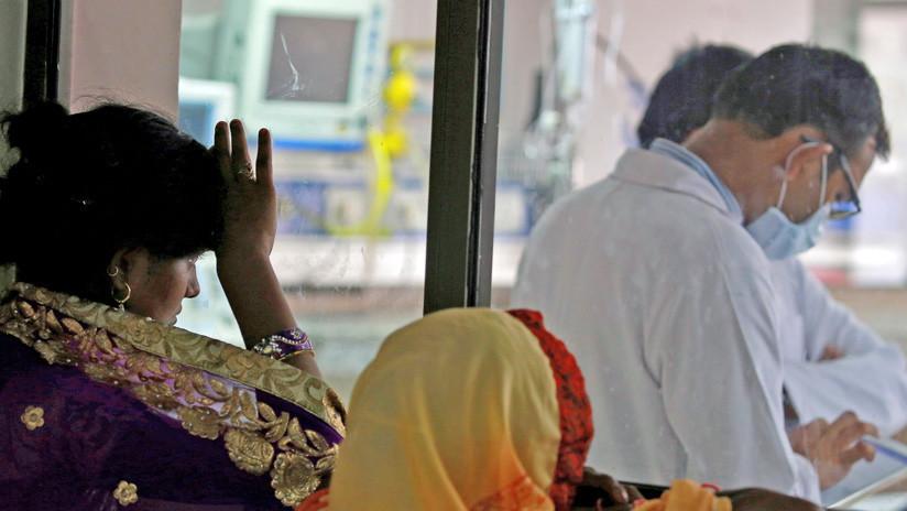 Madre salva a su 'difunto' hijo al notar lágrimas en sus ojos poco antes de su cremación