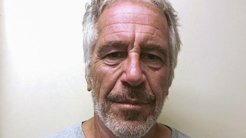 El multimillonario Epstein arrestado por tráfico de menores habría transferido 350.000 dólares para manipular a testigos