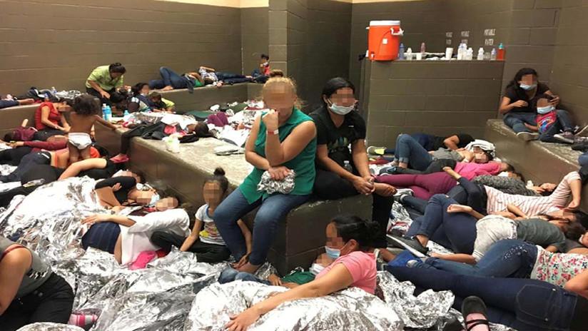 Mike Pence comprueba las condiciones inhumanas en que viven los migrantes retenidos en Texas (FOTOS)