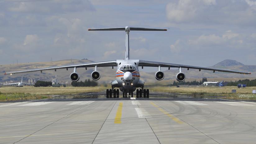 Arriba a Turquía un avión ruso con una nueva serie de componentes para los sistemas antimisiles S-400