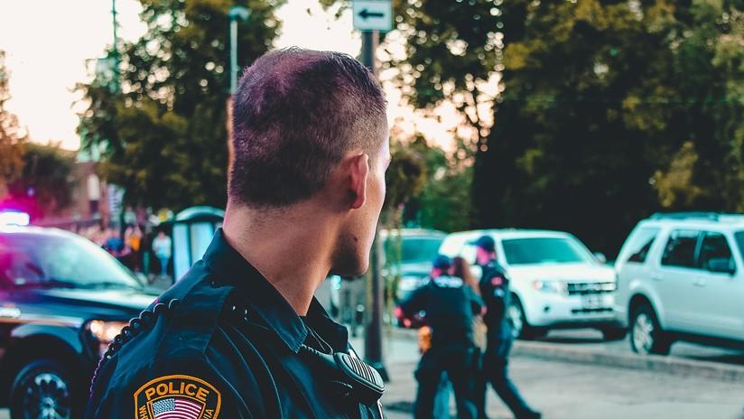 VIDEO: Investigan a dos policías de EE.UU. por usar fuerza 'excesiva' al registrar las cavidades de un sospechoso