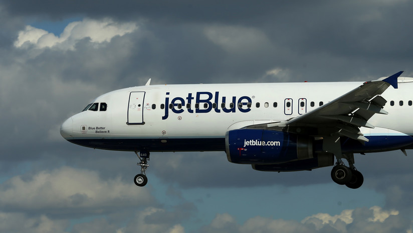 "Un ""olor inusual"" a bordo obliga a desviar un vuelo de la aerolínea JetBlue"