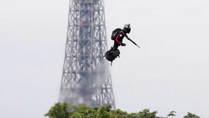 Soldado 'volador' y fusiles antidron: el Ejército francés muestra sus nuevas armas futurísticas (FOTOS, VIDEO)