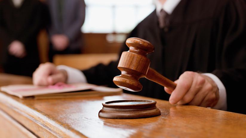 """Una jueza da la """"última oportunidad"""" a una ladrona en serie al librarla de su 648.ª condena"""