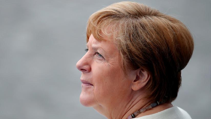 El Gobierno alemán explica la causa de la disnea que sufrió Merkel en París
