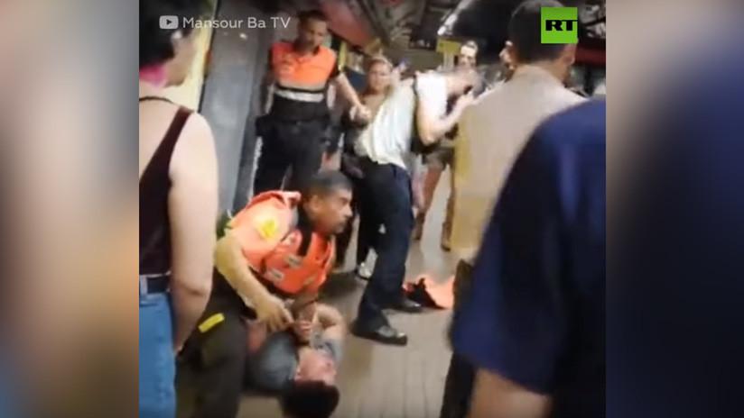 VIDEO: Carteristas agreden con mordiscos y patadas a vigilantes del metro de Barcelona