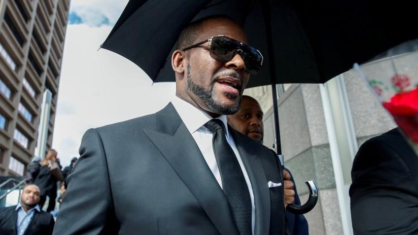 El cantante estadounidense R. Kelly se declara inocente de delito sexual pero permanece en prisión