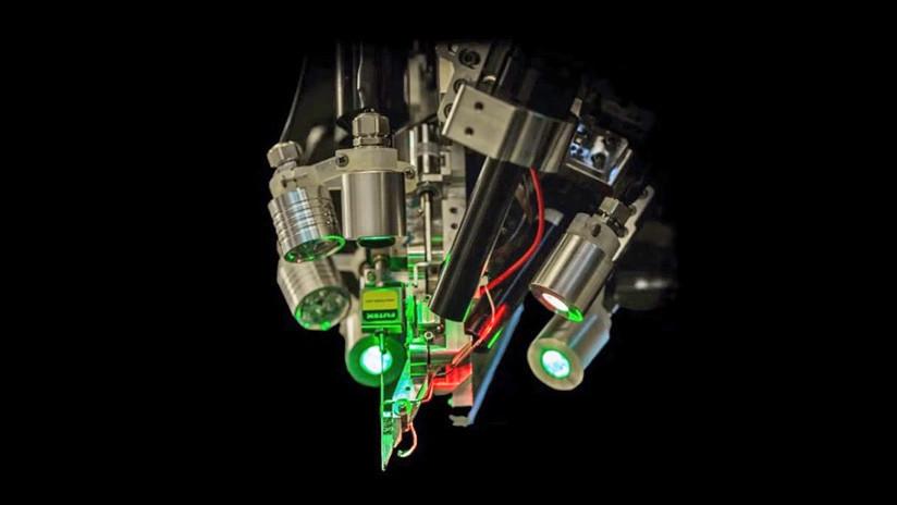 FOTOS: Elon Musk presenta la tecnología que permitirá la simbiosis definitiva entre el cerebro humano y la IA implantando electrodos en el cerebro