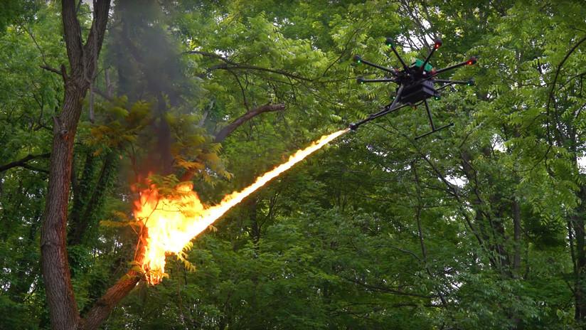 VIDEO: Muestran espectaculares imágenes de un nuevo dron lanzallamas