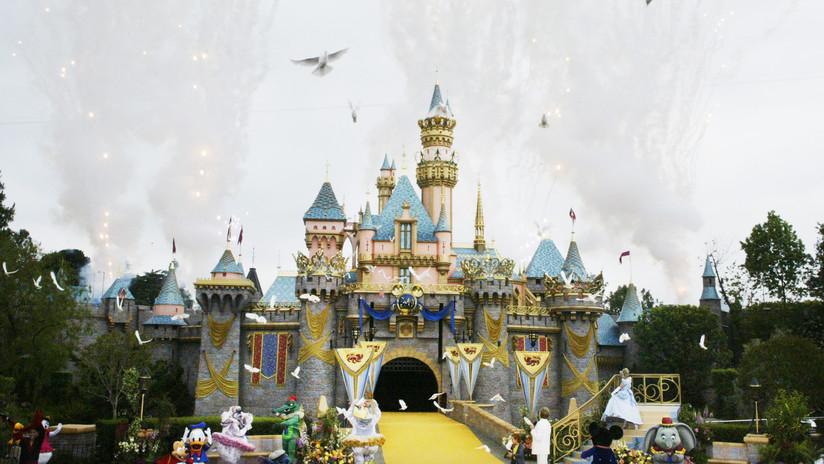 """La heredera de Disney visita su imperio y denuncia que sus empleados se ven forzados a """"buscar comida en la basura"""""""
