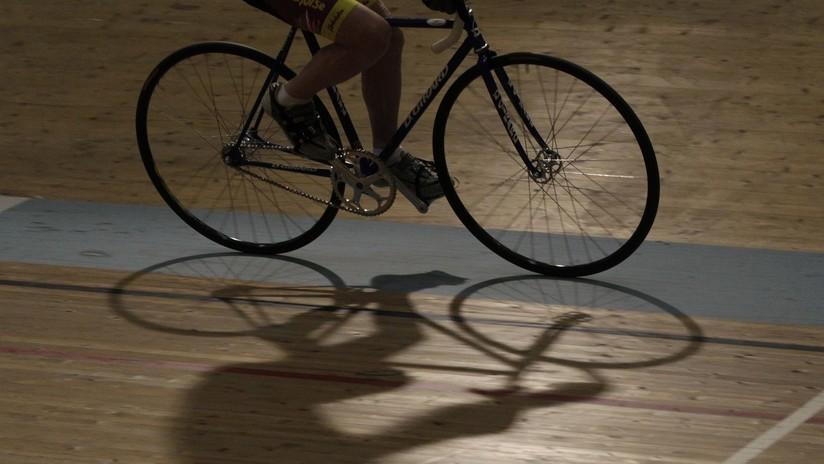 FOTO: Un ciclista sufre perforación de un pulmón tras soltarse una lámina de madera de la pista durante una competición