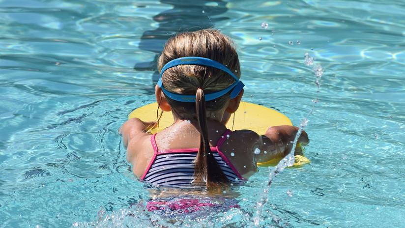 Una niña de 9 años muere electrocutada en una piscina en EE.UU.