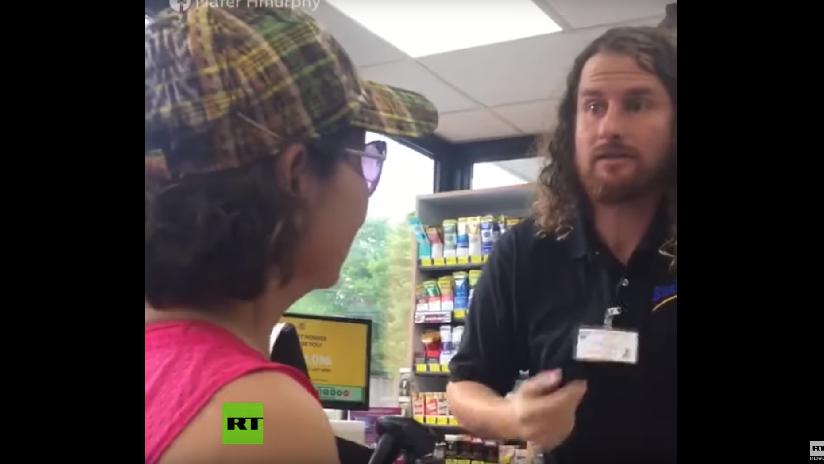 """VIDEO: Empleado de una gasolinera en EE.UU. insta a unas clientas latinas a """"regresar a su país"""", diciendo que llegará el Servicio de Inmigración"""