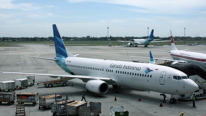 Un pasajero de Garuda Indonesia publica una foto del menú de abordo y acaba denunciado ante la Policía
