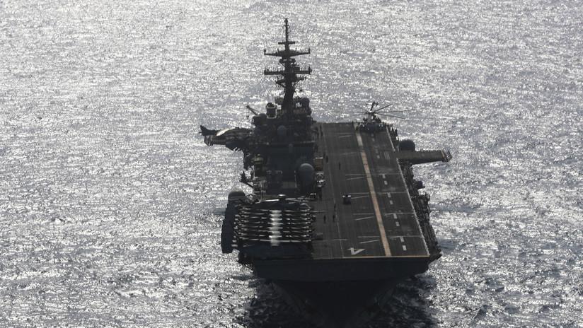 """Trump: Un buque de guerra estadounidense """"destruyó"""" un dron iraní en el estrecho de Ormuz"""