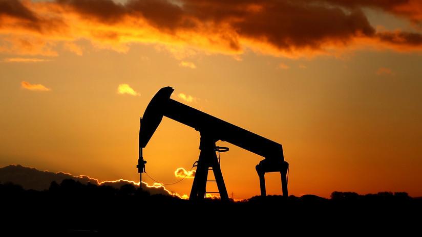 El precio del crudo Brent aumenta un 2% tras la escalada de tensiones en el estrecho de Ormuz