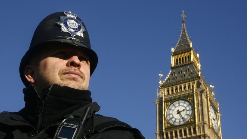 'Hackean' la cuenta de Twitter de la Policía de Londres y lanzan una serie de extraños mensajes