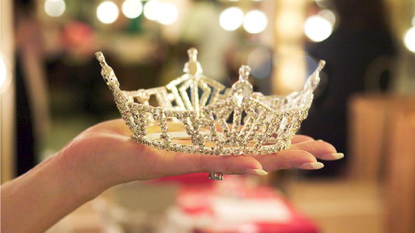 """Una concursante de Miss World America denuncia que la dejaron sin corona por unos tuits """"ofensivos"""" y por negarse a usar un hiyab"""