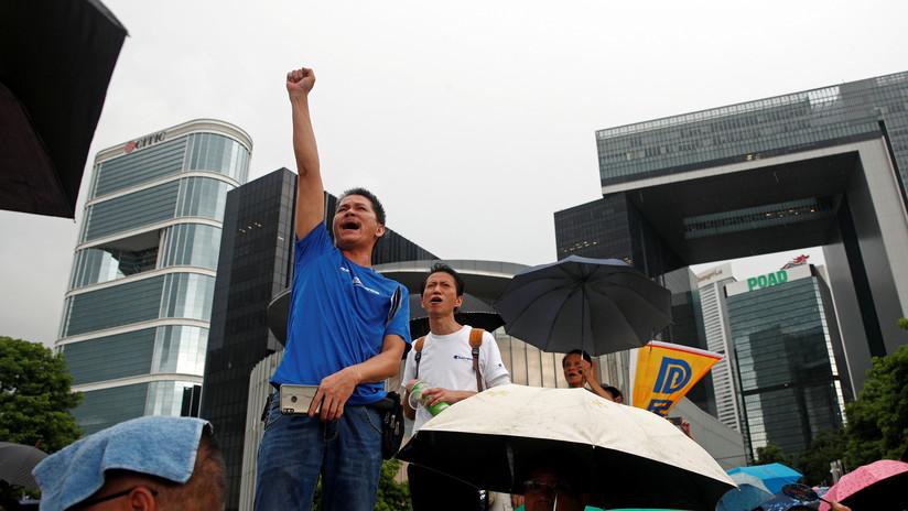 """Encuentran el escondite de explosivos """"más grande"""" jamás descubierto en Hong Kong en víspera de las protestas por las reformas gubernamentales"""