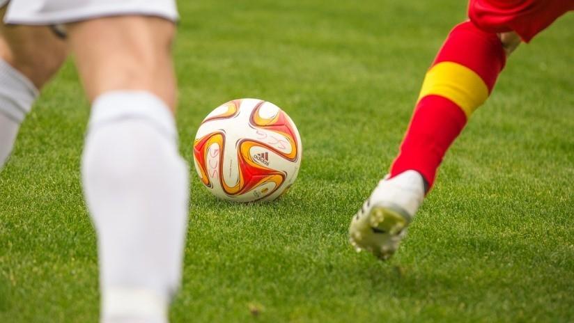 """VIDEO: Un portero de fútbol encaja un autogol que es """"el horror absoluto"""""""