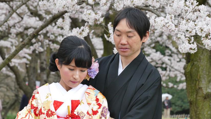 ¿Cómo la ley de apellido único complica la vida matrimonial en Japón?