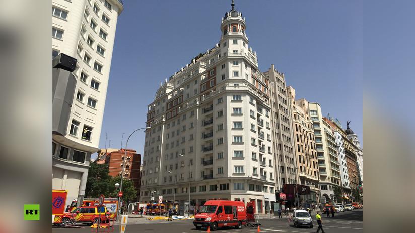 Rescatan a un hombre que amenazaba con tirarse al vacío desde la cúpula de un edificio del centro de Madrid