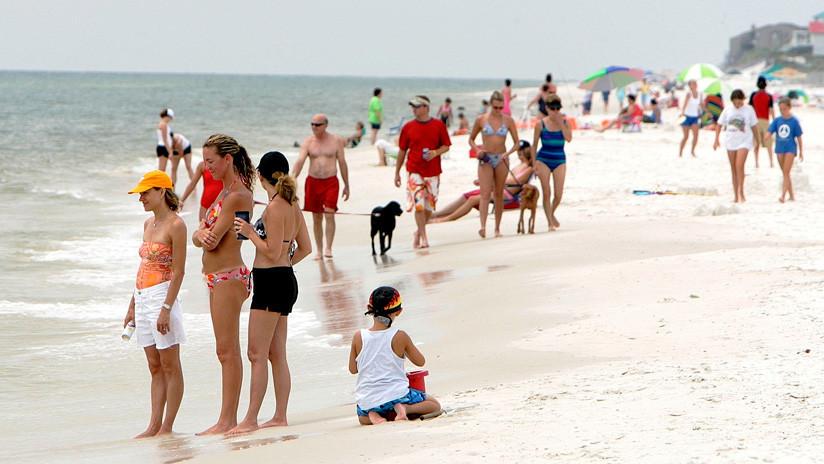 Una peligrosa bacteria carnívora casi le cuesta la vida a un bañista que se infectó en una playa de Florida