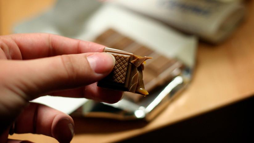 Niño británico alérgico a los lácteos muere al comer un chocolate que le dio su padre por error