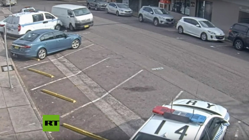 VIDEO: Una furgoneta con 270 kilos de droga se estrella contra coches policiales en Australia