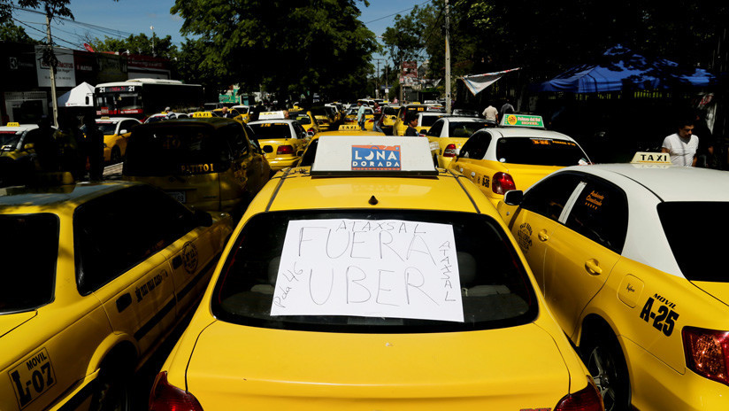 Altercados entre la policía y los taxistas durante las protestas contra Uber y Muv en Paraguay