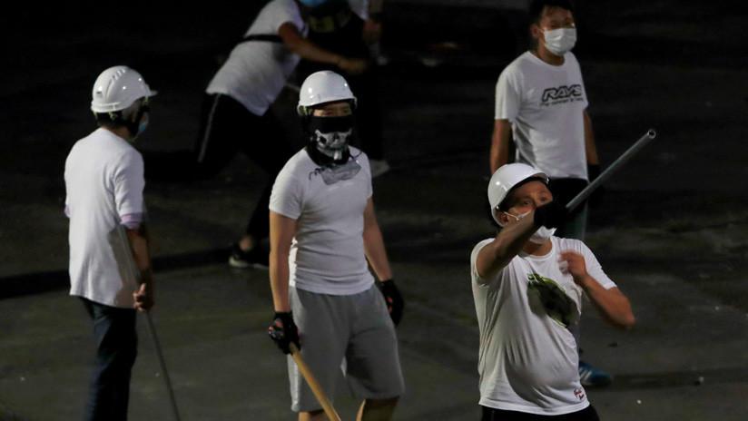 VIDEO: Mujer embarazada pierde el conocimiento tras ser golpeada en el ataque de una banda armada contra opositores en Hong Kong
