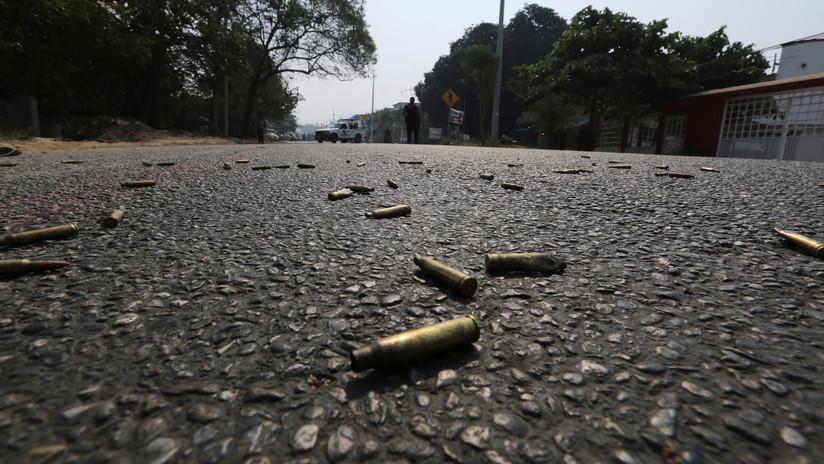VIDEO: Un hombre entra a un bar, saca una pistola y mata a cinco personas en Acapulco