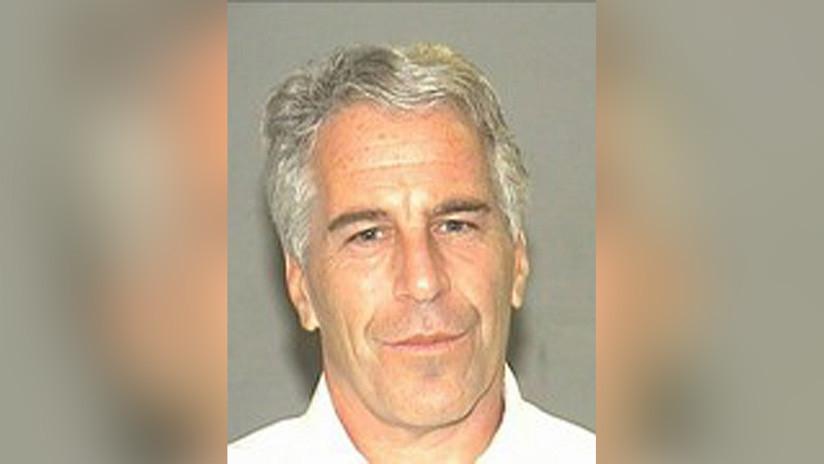 FOTOS: Revelan imágenes íntimas tomadas por el millonario Epstein a una de sus esclavas sexuales mientras la llevaba por el mundo
