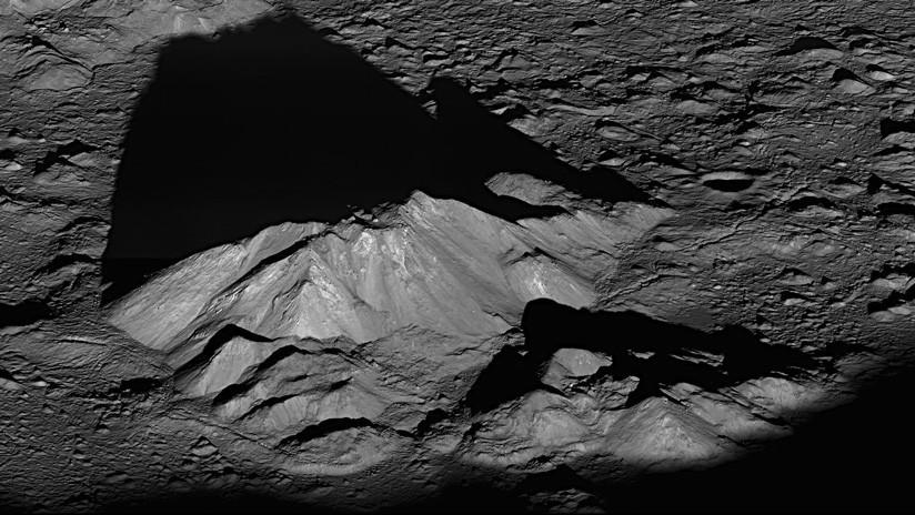 Científicos aseguran que hay mucha más agua en la superficie de la Luna de lo que se creía