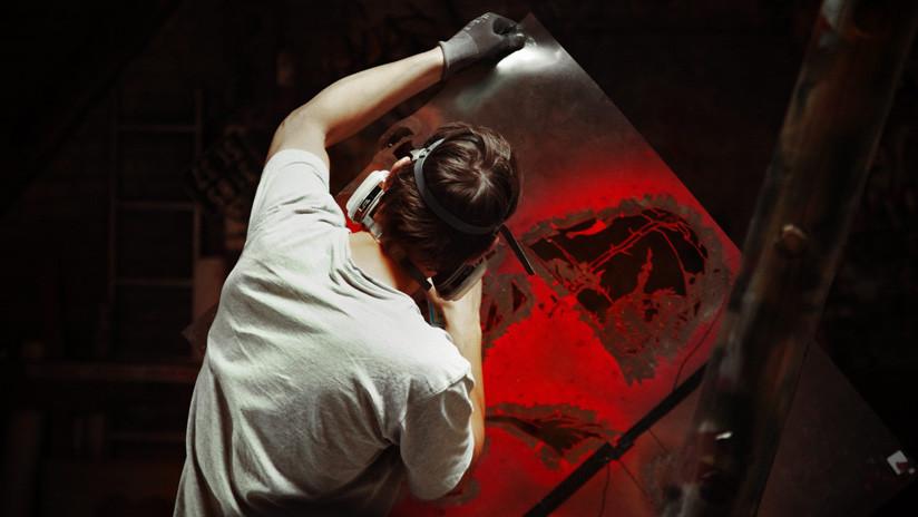 VIDEO: Un genio del montaje 'escapa' de un guardia con ayuda de su propio grafiti